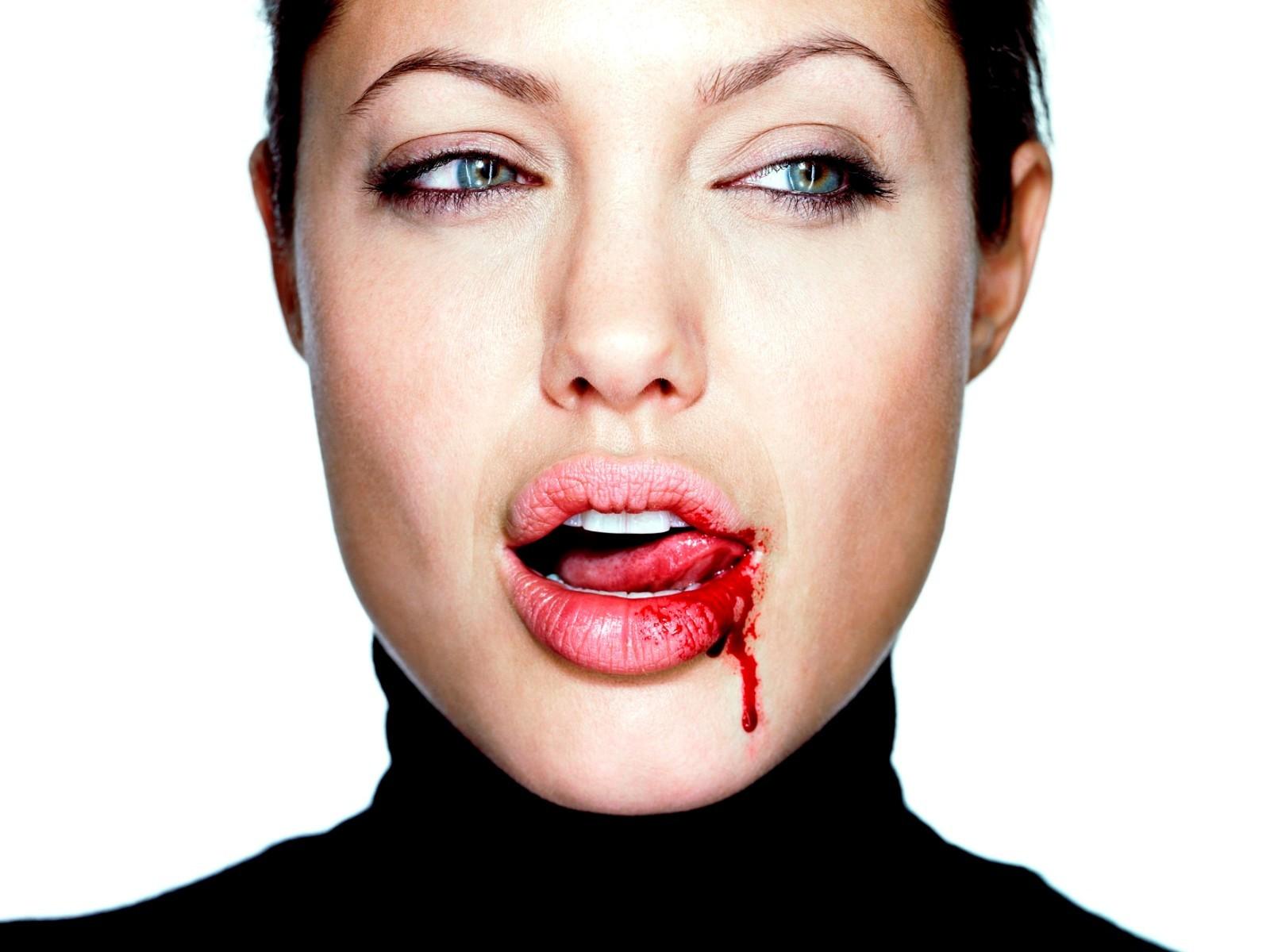 Как разбить себе губу не больно 149